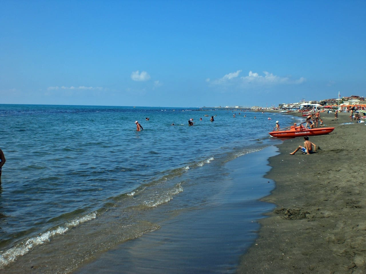 Meters away from free public beach as well as a variety of stabilimenti, restaurants pubs and fast food.