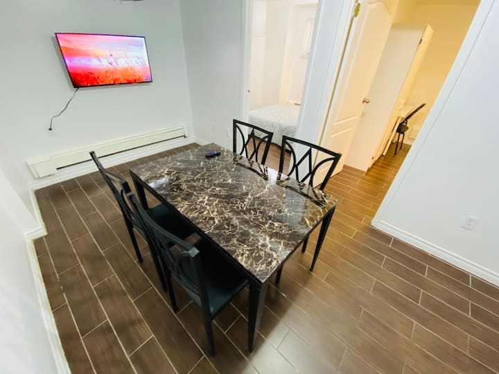 Comfy Spacious Private Two Bedroom Unit DowntownTO