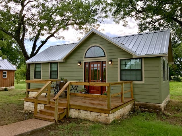 Tiny Home 12 minutes from Magnolia & Baylor