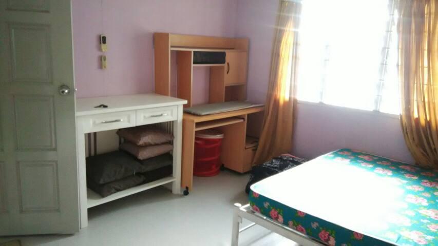 One nice room for rent at Kampung Bintawa Tengah.