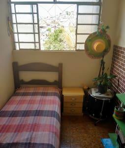 Quarto casa Belo Horizonte  próximo a UFMG