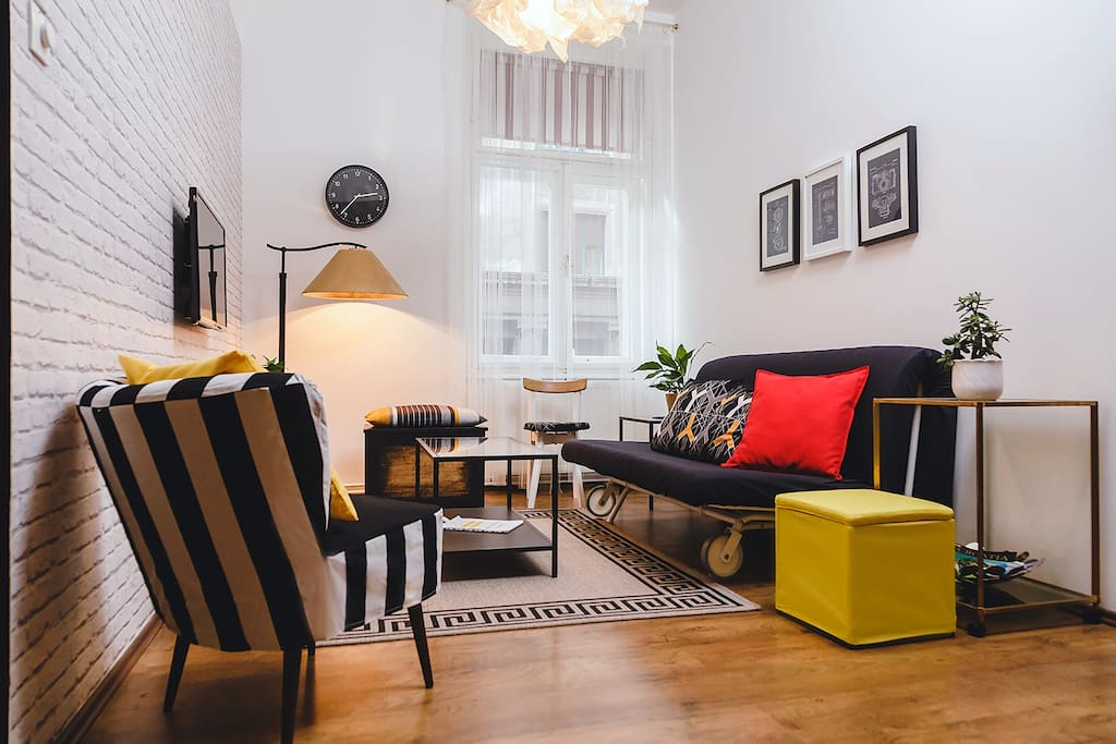Sitting area with a pull out sofa for 2 people