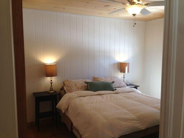 Main bedroom with Queen
