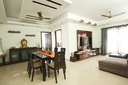 POSH FLAT WITH BREATHTAKING LAKEVIEW - Bangalore