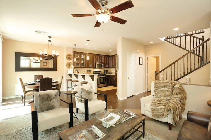 Pottery Barn Designed Home! - Las Vegas - Hus
