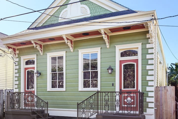 ★Historic Shotgun House★Steps from Magazine Street