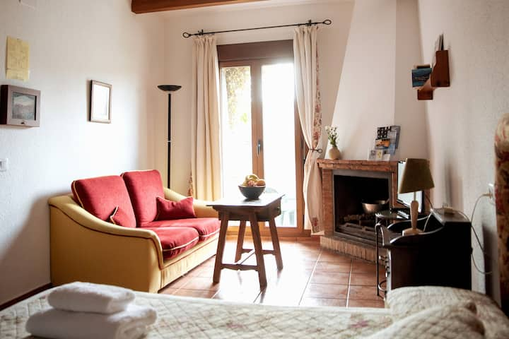 Studio with patio to chill out in Segura