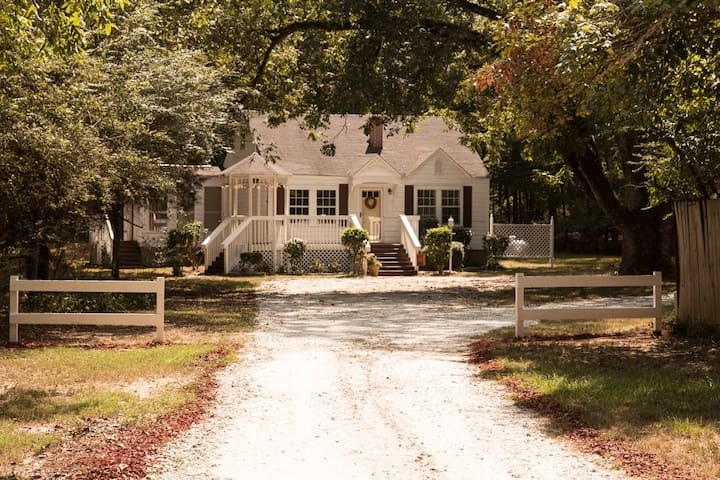 Cozy Country Cottage in Peaceful Lovely Setting - Locust Grove - Hus