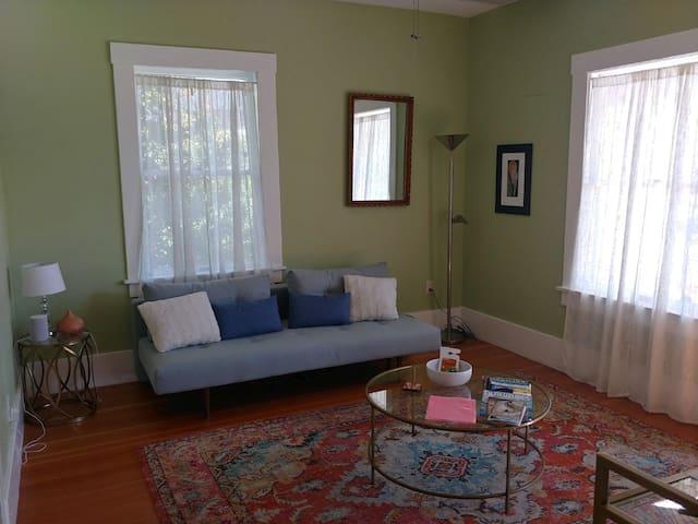 Cute, renovated historic 4th Avenue area home