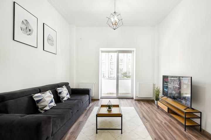 KEEP IT SIMPLE | Piata Revolutiei Apartment