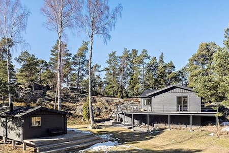 Great house in archipelago 45 mins from City