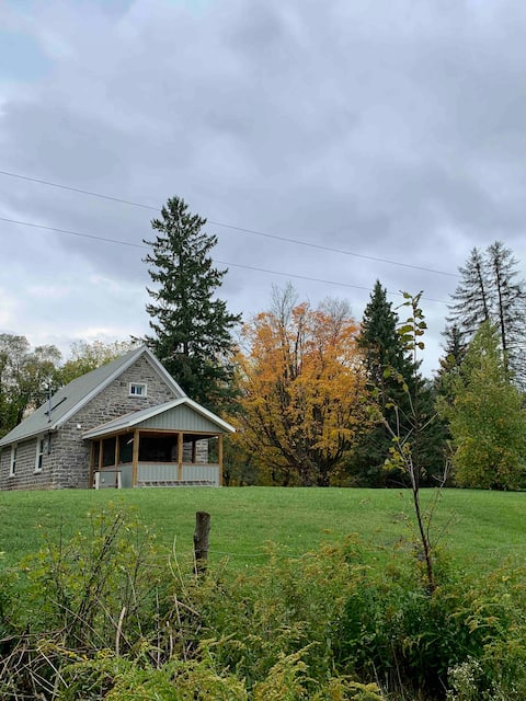 Peaceful Country Retreat at Reads School House