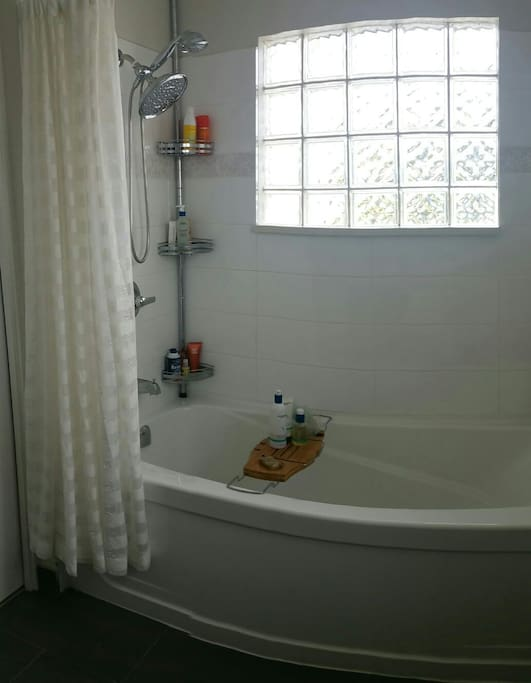 Master Bath - 6ft length bathtub