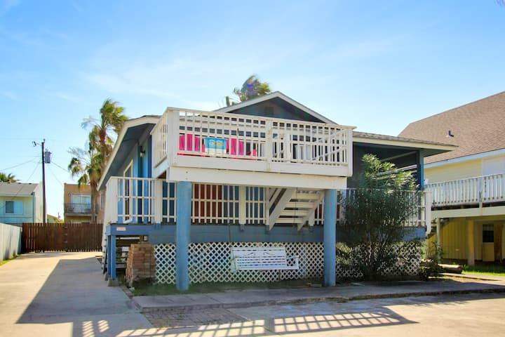 Beautiful home w/pool - quiet but still close to the beach!