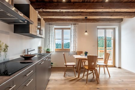 Dreamlike Holiday Apartment in Cosy Chalet with Garden, Terrace and Wi-Fi  - Oberprünst Hof - App. St. Luis