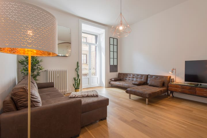 Central Location in Comfortable Apartment