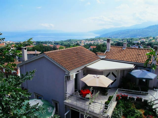 Charming Villa with great sea view - Jušići - House
