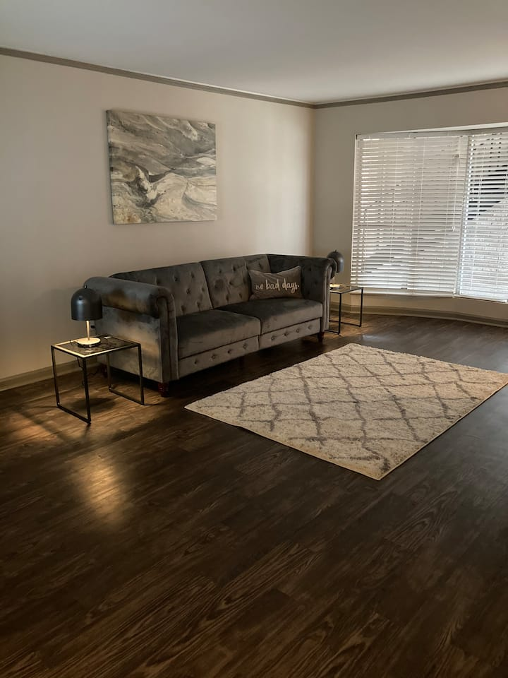 No Bad Days!, Comfortable stay in Galleria Area