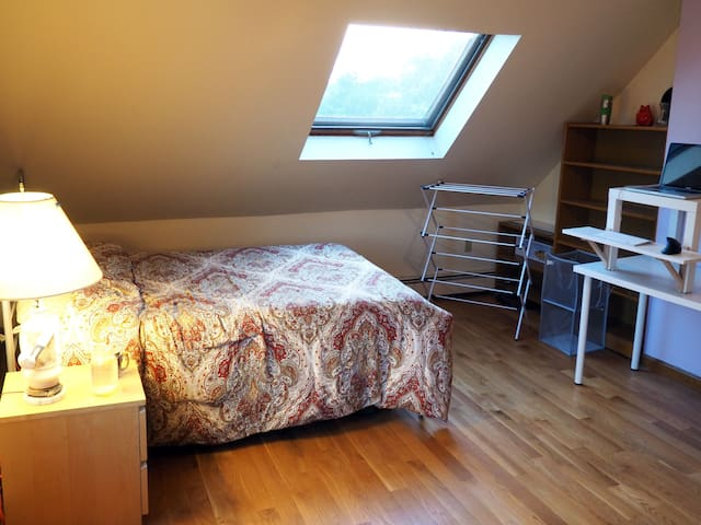 Homebase to explore Cambridge, Somerville & Boston