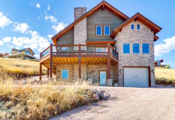 Stunning Bear Lake cabin! Amazing Lake Views!