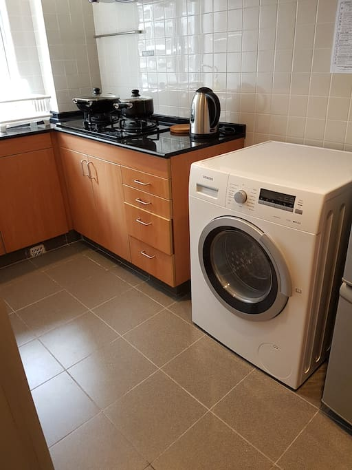 Full kitchen with gas stove with 2 in 1 washer