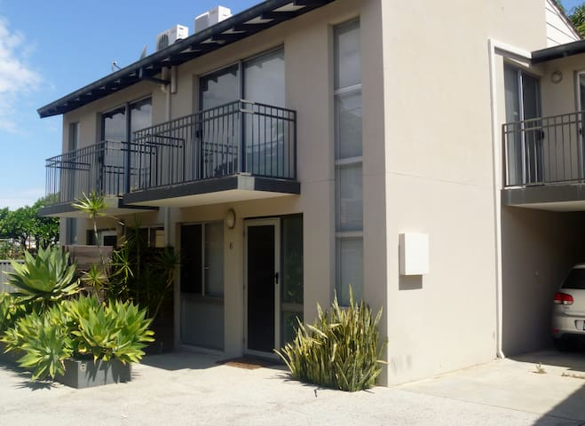 Clean, stylish & close to city - Perth - Stadswoning