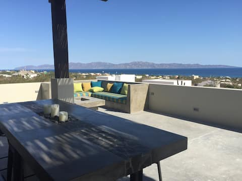 Casa Colmena with stunning view of Sea of Cortez