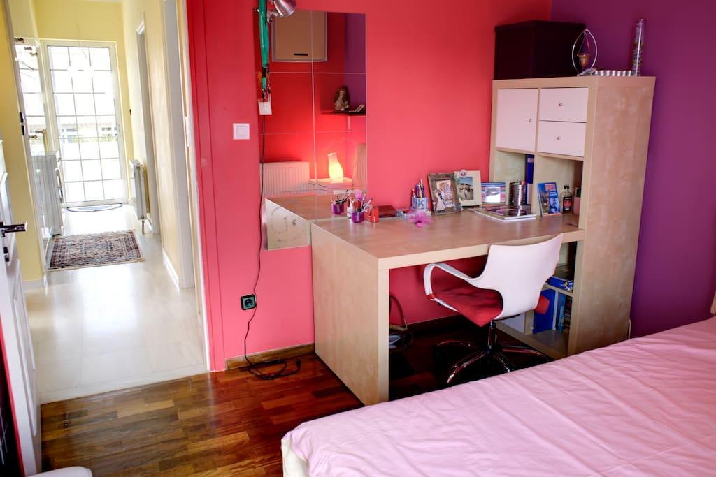 Bedroom with desk at Athens Airport