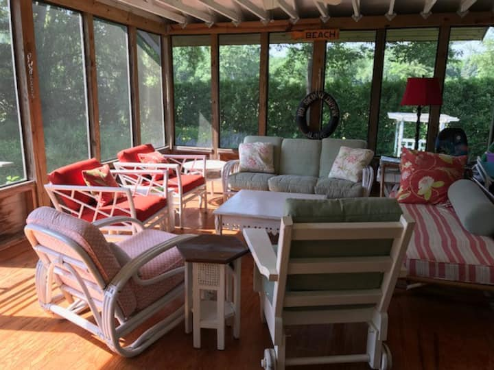 Sweet Summer Cottage + Bunk House near Beaches