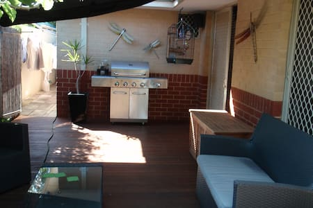 Spacious 2 BD Villa 2km from CBD - Victoria Park
