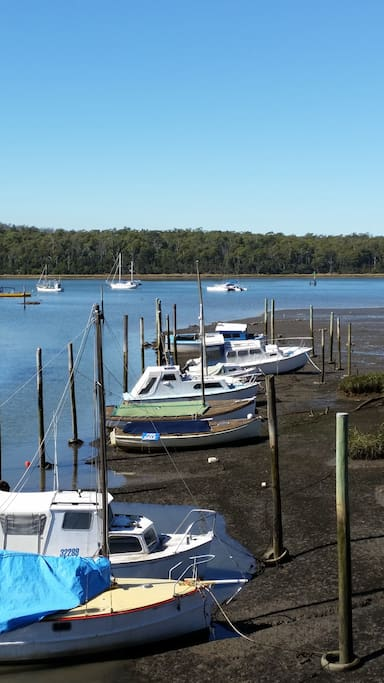Low tide at Gravelly Beach Marina.An easy walk.