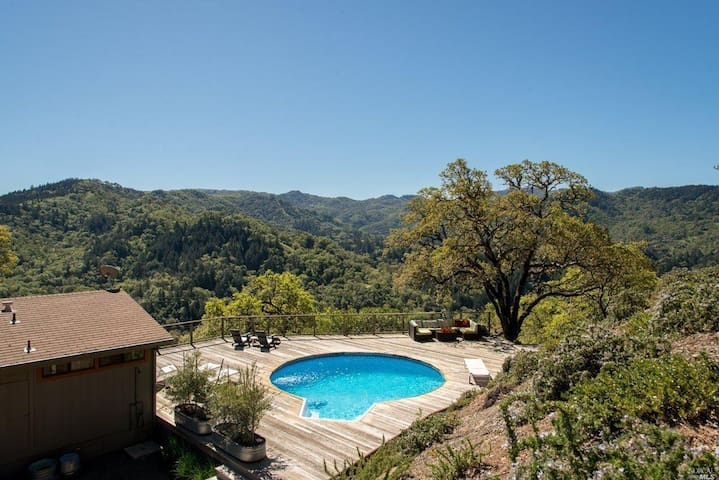 Mountaintop open home living-pool, hottub & views! - Ukiah - Huis