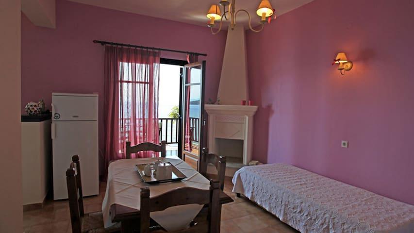 Lefokastro Sunny & Modern Apartment 1 Min to beach + Wi-Fi