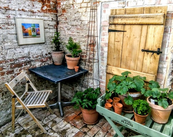 Cottage style flat with courtyard garden.