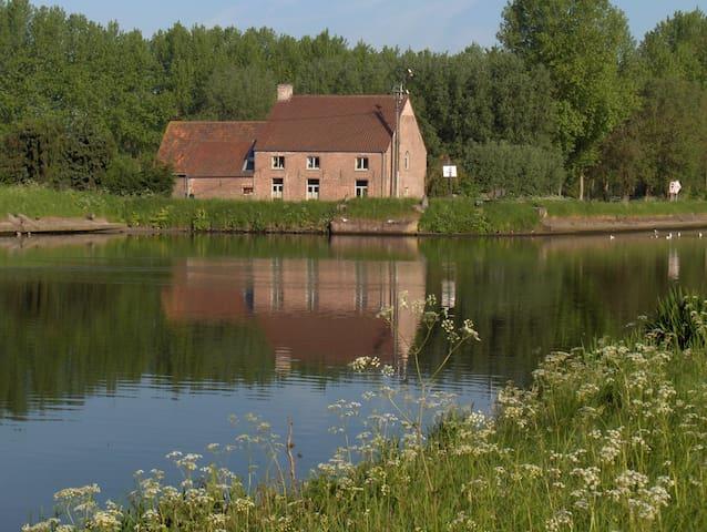 Farm Westdijk Blue -Green - Bruges - Bed & Breakfast