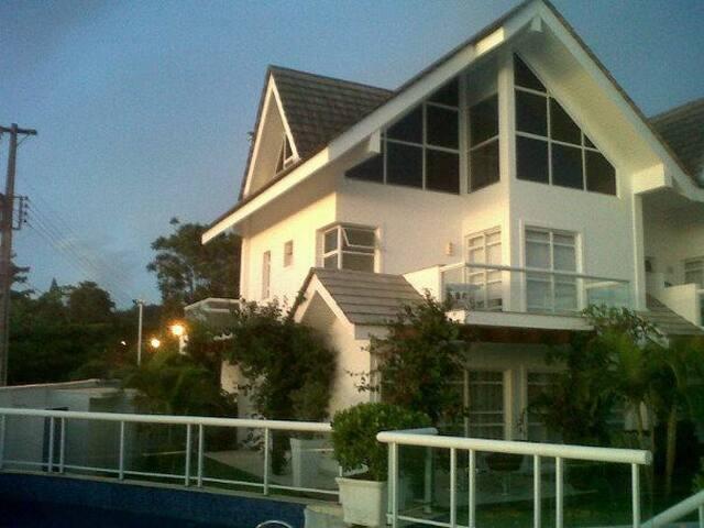 Casa Triplex em Praia Paradisíaca
