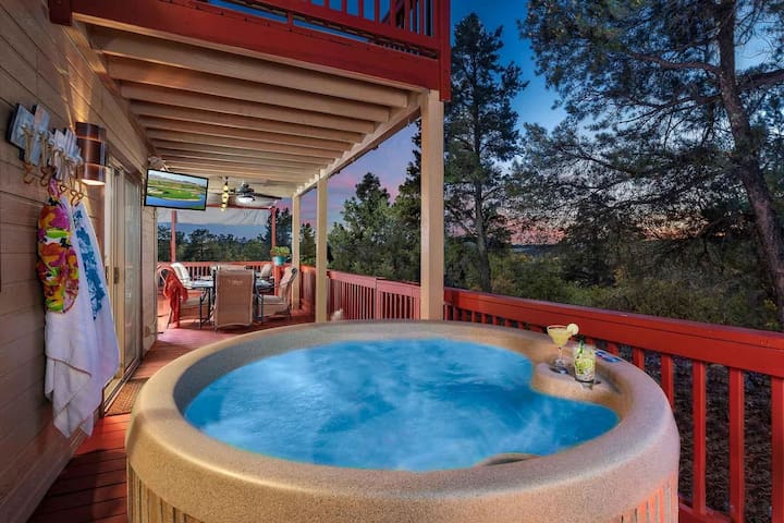 Payson Retreat- Large patio with wooded views, fire pit, spa & BBQ!