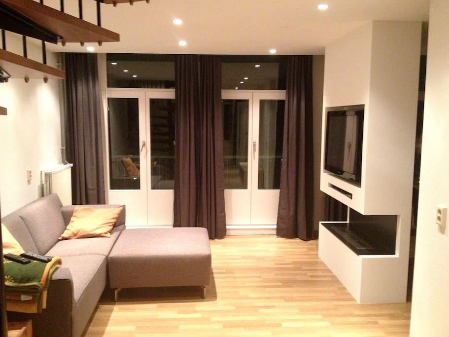 Lounge room (nighttime)