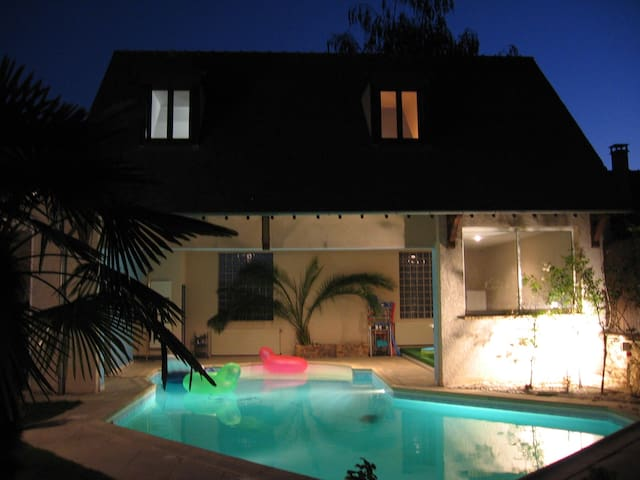 Maison (dependance) piscine privée - Saint-Nom-la-Bretèche - Casa