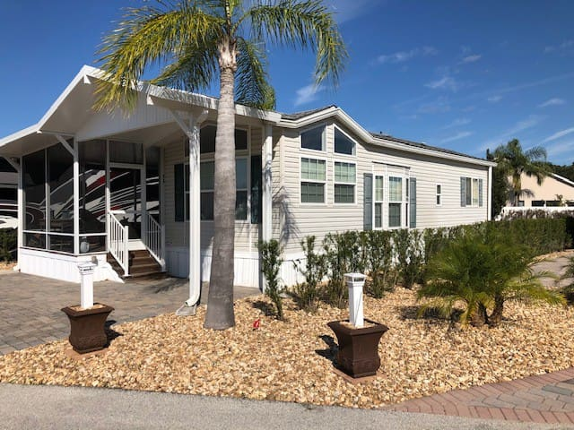 Beautiful cottage in RV resort Near Disney World