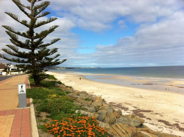 Adelaide Beach Retreat with private bathroom - Somerton Park