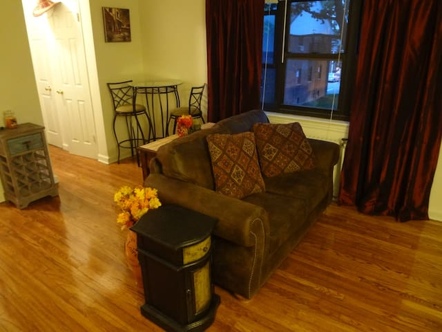 all new furnishings 5 mins to NYC - Fort Lee - Apartamento