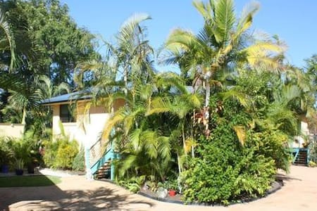 Luscious Palm Villa in Yamba - Yamba