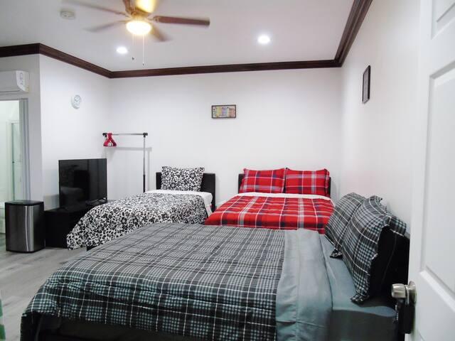 Entire Unit#C Guest suite,Kitchen,FREE Parking