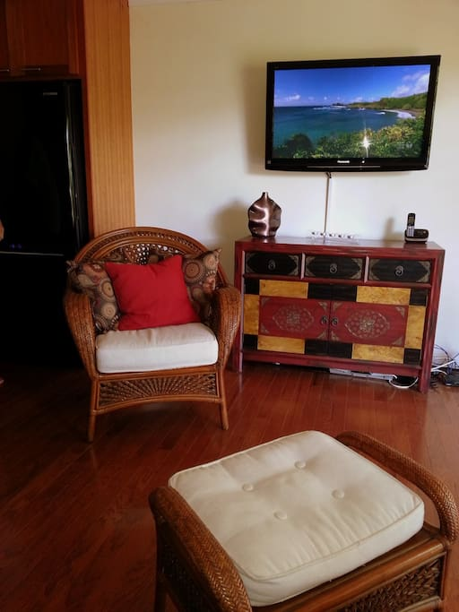 Flat Screen TV With Free WiFi and DVD.