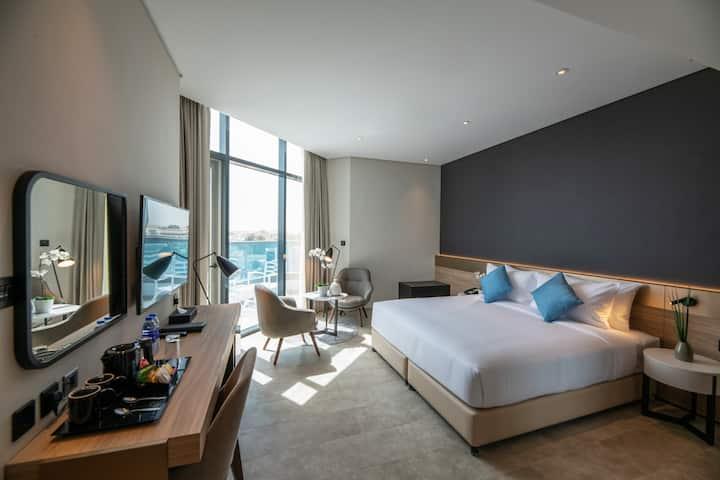 Private Room with balcony near Jumeirah Beach