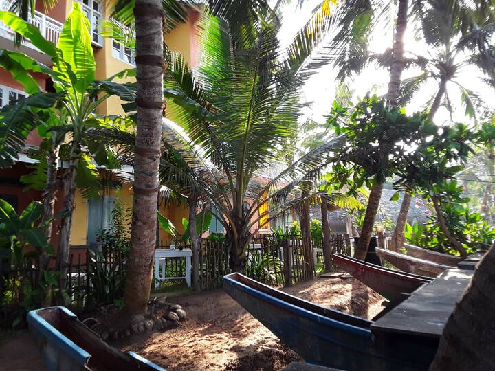 PAPA MANGO villa, AC sea view private garden  for2