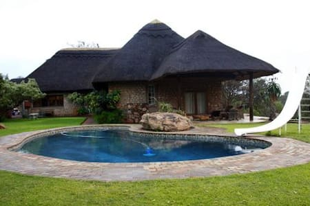 Luxury thatch home with bush view - Bulawayo