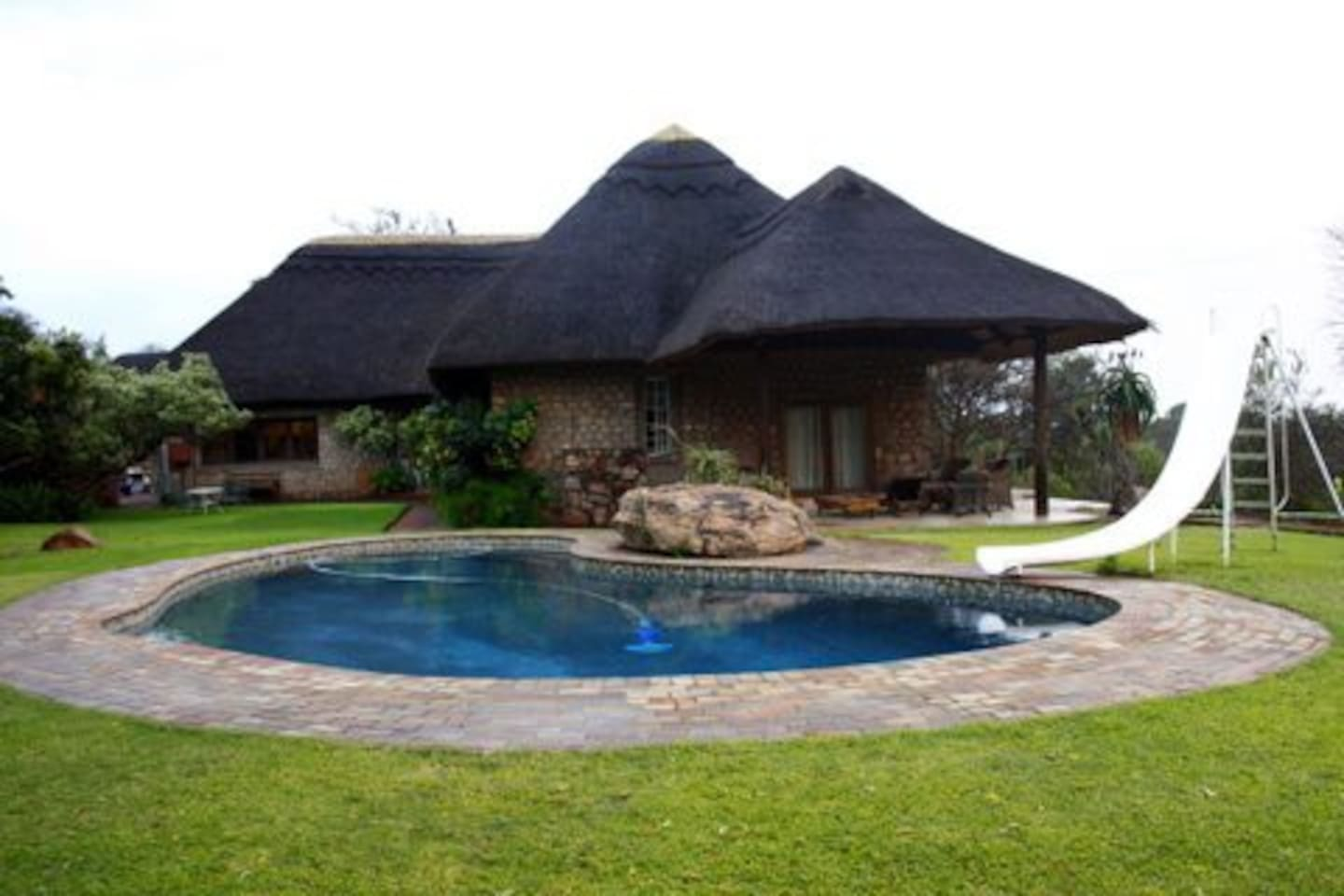 Luxury thatch home with bush view