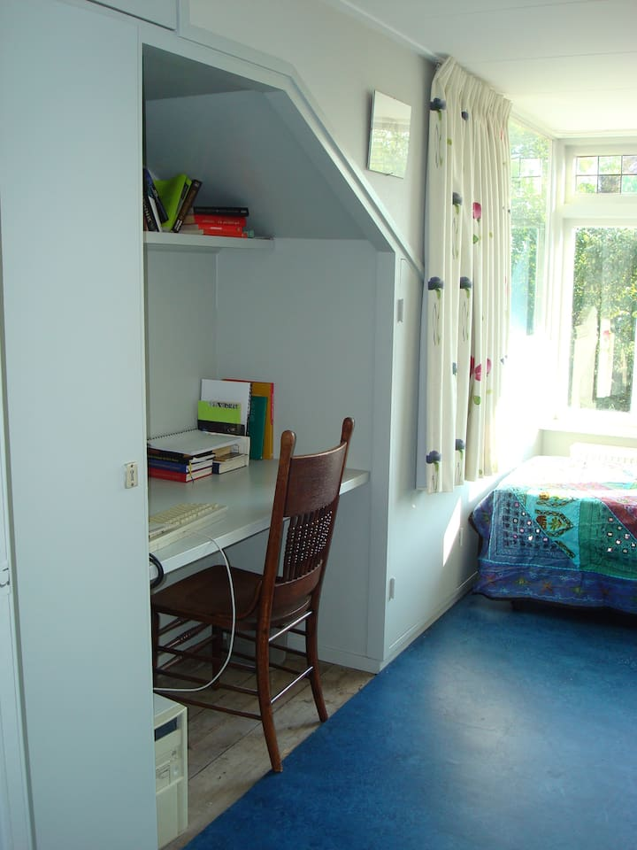 Room with  windows on two sides, writing desk and excellent wifi
